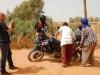 Suzuki DR Big 800 im Wüstensand eingegraben.