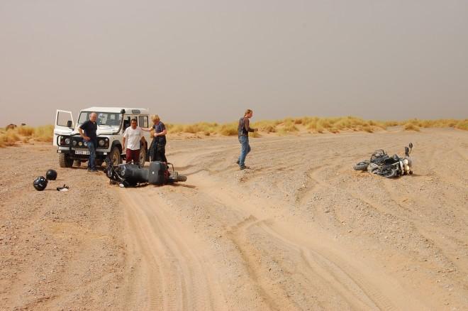 Morgens halb zehn in der Wüste: Einfach mal wieder hinlegen!